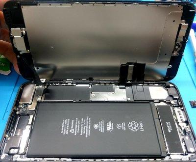 三重IPHONE8手機維修*電玩小屋* iphone8 原廠認證電池  只要499元 iphone8 plus 換電池
