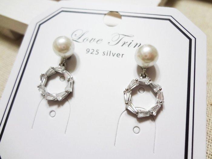 【Love Trina】A2505-8151。 925銀針。珍珠+縷空鋯石圓型耳針式耳環--銀針(1色)