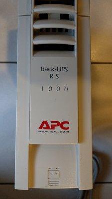 APC UPS Back-UPS RS 1000 (BR1000TW) OFF-LINE 不斷電系統9成新無電池