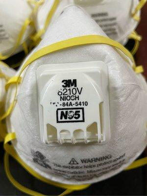美國3M N95 8210V 防塵口罩 呼吸閥口罩不悶熱 防塵口罩防毒口罩國際認証出國必備一個50元剩最後22個)全買再送防疫面罩2防疫眼鏡1丟棄式手套2雙