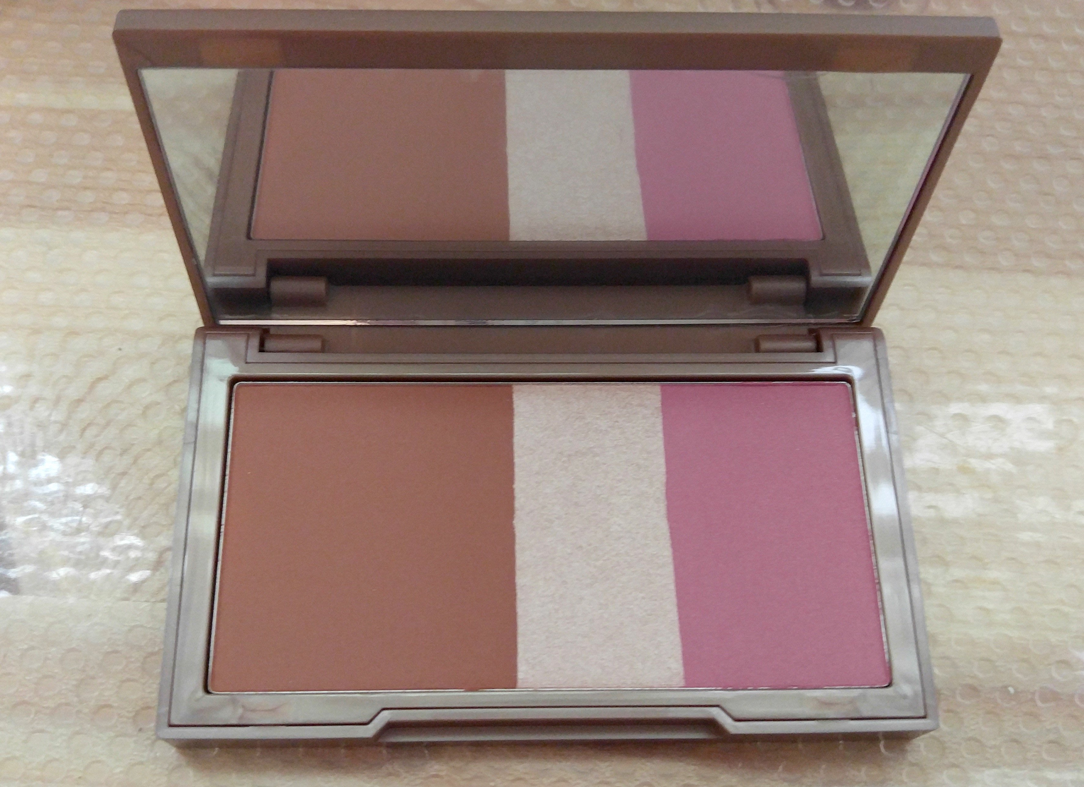 Urban Decay Naked Flushed 腮紅修容盤