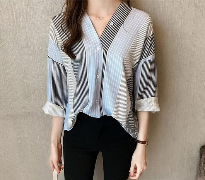 襯衫 寬鬆女襯衫條紋襯衫 襯衫V領上衣寬鬆衣氣質襯衫女款襯衫上衣 時尚寬鬆版型【M~4XL】