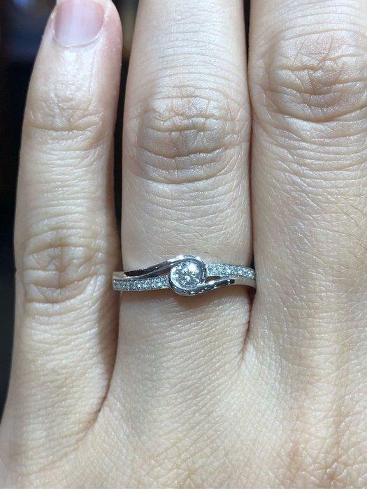 天然鑽石鉑金戒指,香港金工手工製作戒台,重金厚實戒台,搭配高等級鑽石,超閃亮,超值優惠價25800,適合求婚婚戒平時配戴