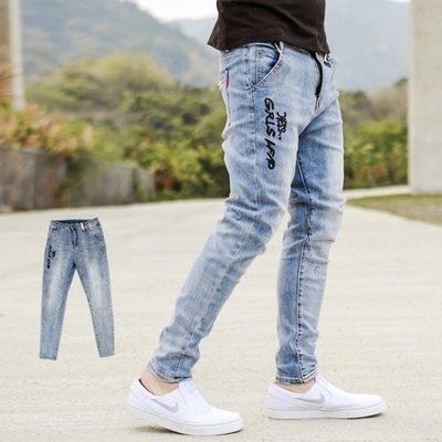 柒零年代【NB0507J】白色皮革手寫文字微刷色合身牛仔褲(SS2009)