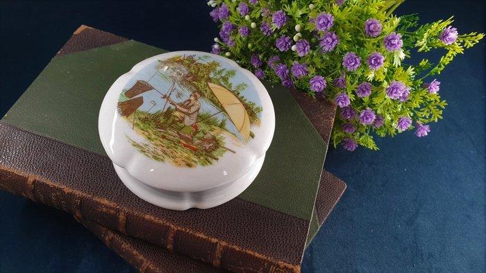 【卡卡頌 歐洲古董】法國老件未用  LIMOGES 利摩日 閒情垂釣 花邊 瓷盒 首飾盒 珠寶盒  p1757 ✬