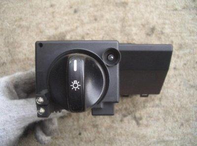 BENZ W210 1996-2002 大燈開關 電腦 控制器 (日本外匯拆車品) 2105450104