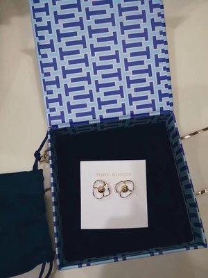 【全新正貨私家珍藏】TORY BURCH Stud Fleur Earrings 白色琺瑯花朵耳釘/耳環((防過敏))