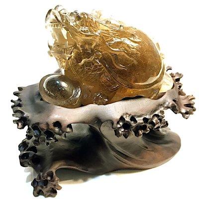 【收藏家】頂級天然鈦晶龍龜擺件 戰鬥龍龜 精美雕工 清透料爆滿絲 絕美收藏品 675g