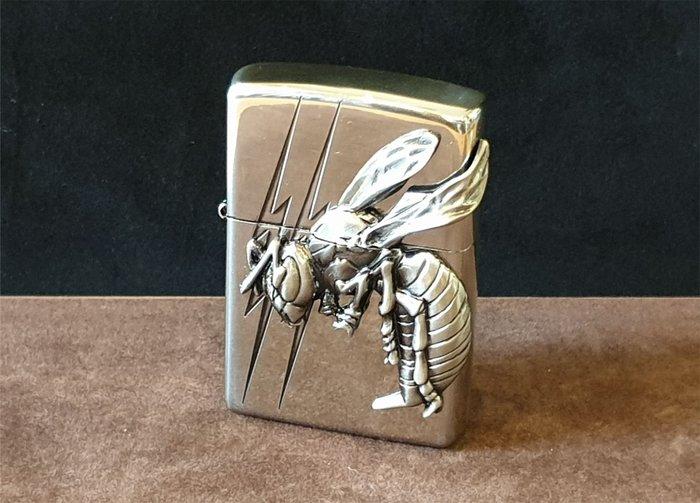 ONE*$1~*日系*ZIPPO*Bumblebee《大黃蜂 》兩面連續加工*鏡面鍍鉻/蝕刻*金屬鑲崁