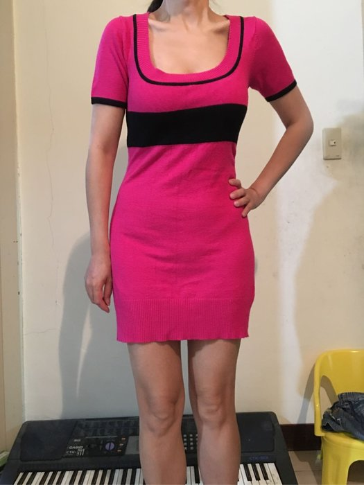 二手桃紅色針織U型領短袖針織短洋裝 有腰身