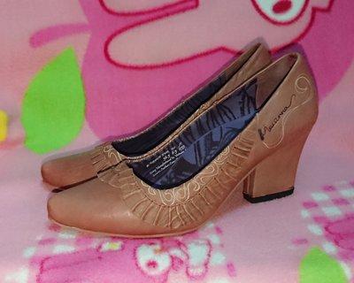 甜甜妞妞小舖 ☆專櫃義大利 MACANNA 麥坎納女鞋--高跟圓頭氣墊鞋--23.5號