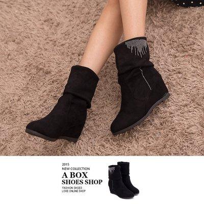 格子舖*【KNS717】時尚簡約水鑽 兩穿可反摺麂皮絨布材質中筒內增高7cm靴子 黑色