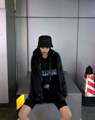 【黑店】歐美個性潮流英文字母寬鬆街頭帽T 男友風寬鬆帽T 黑色個性帽T 灰色寬鬆帽T 情侶帽T 百搭帽T AK106