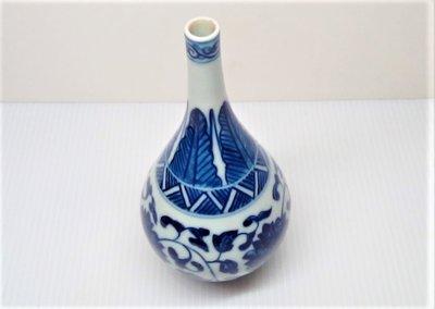 @居士林@小件-青花纏枝蓮長頸瓷花瓶-收藏擺件.高13公分.寬6.5公分.足底寬3.5公分.重量210公克
