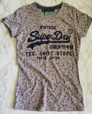 ❖客來兒美國集貨❖ SUPERDRY 極度乾燥 灰底粉紫星星短袖T恤 經典LOGO字樣 (S號) 免國際運費  此款最後一件 夏季出清 最後折扣 生日禮物