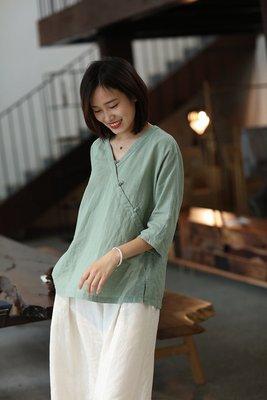 原創設計款中國風V領斜襟盤扣簡約麻質上衣(老銀屋)