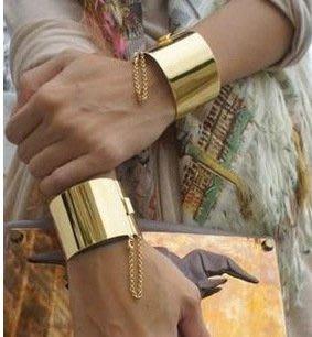 歐美 金屬手環 扣環手環 大環手環設計 飾品 女性 手鐲 穿搭使用