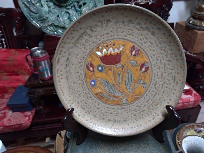 台灣材燒彩繪盤/直徑22公分重量1公斤(不含展示架)