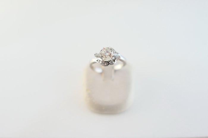 [吉宏精品交流中心]50分 天然鑽石 白K金 豪華台 造型 戒指 鑽戒