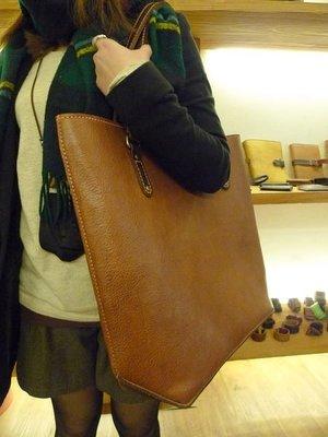 (KH手工皮革皮件工作室)純手工打版縫製牛皮船型底托特包手拿肩包皮革縫線顏色可選免運