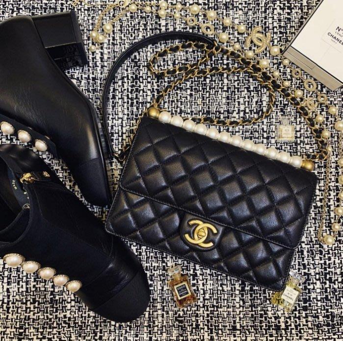 Chanel AS0585 幻象珍珠系列Quilted Flap Bag 小牛皮珍珠鍊帶包 黑