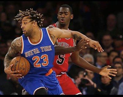 NBA Derrick Williams 紐約尼克 拉丁之夜 GU 比賽使用過 雙標金盃真網眼 球衣 球褲 Melo