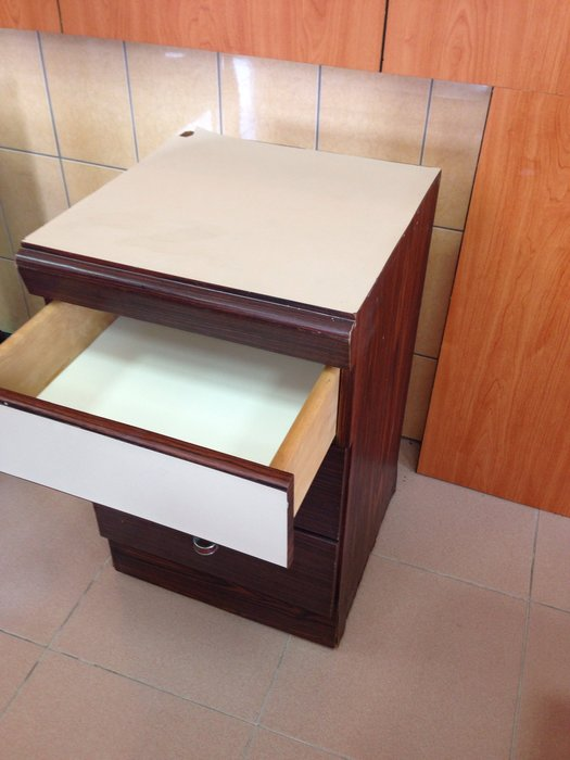 原木 床頭櫃 左右二個一起賣 (單個尺寸:長46*寬47*高74公分)