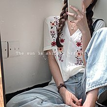 Maisobo 韓 春夏 清新V領花朵刺繡針織衫 2色 TO2-207 預購