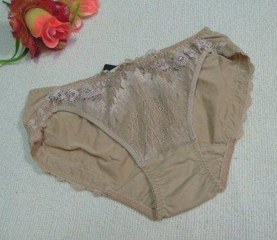 《華歌爾~Salute》~莎露 蕾絲繡花內褲【SS3242】~M~膚色~絲質褲
