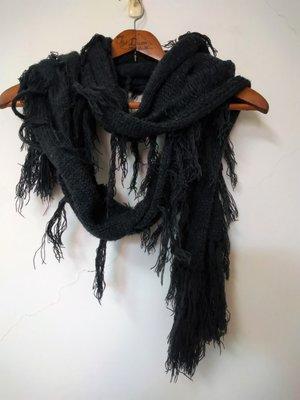 特價出清.鐵黑灰不規則螺旋狀流蘇針織長圍巾.保暖小物.Fashion black scarf special offer