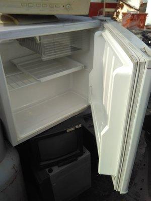 高屏義倫電器公司 中古二手 大同51公升單門小冰箱 自取價2500