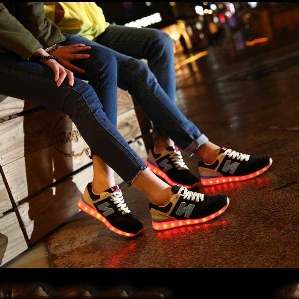 5Cgo【鴿樓】會員有優惠 43539530009 韓版七彩閃光發光鞋男女夜光板鞋螢光鞋LED情侶鬼步舞USB充電N字
