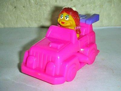 aaL皮商.(企業寶寶公仔娃娃)少見2000年麥當勞發行魔幻賽車尺-大鳥姐姐逍遙吉普車距今已有19年