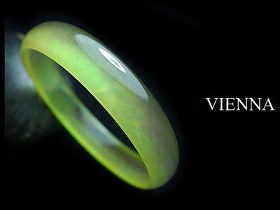 【VIENNA】《手圍17.3/12mm版寬》緬甸玉/玻璃種放光透徹湖水綠泛水翡翠/玉鐲/手鐲Q@/Y03