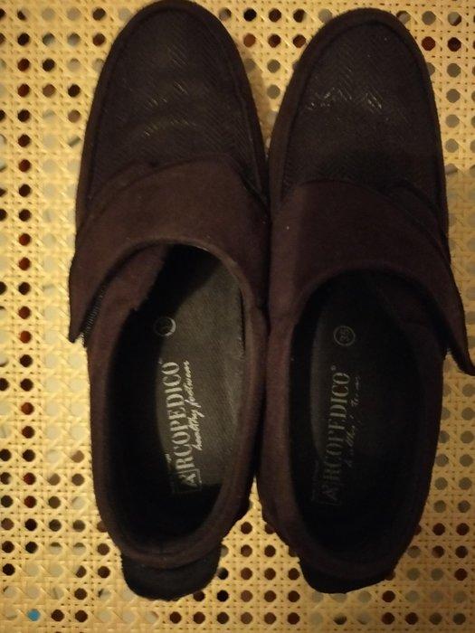 arcopedico弓足鞋35號原價2000多,繳窄37可穿很舒適協況優售450只接受匯款店到店,二日完成交易