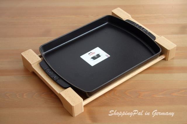 *DEYO德優豐富生活*Staub 長方形鑄鐵烤/煎盤 33x23cm, 黑 含木架