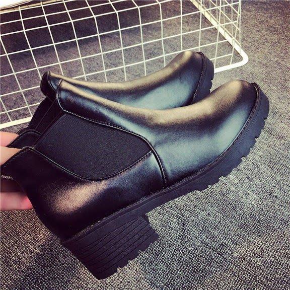 F59+1 ❤  .☆~早秋新款~鬆緊帶設計個性平底短靴 (現貨+預購)