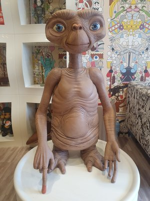 BEETLE NECA THE EXTRA-TERRESTRIAL E.T. 外星人 1:1 等身 公仔