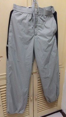 ~衣圓琦標&bossini 灰色 L 著 有內裏 無彈性 越南製 100%尼龍 100%聚酯 像雨褲 單穿悶熱 適秋涼