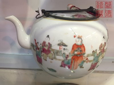 馨德館藏:清代中後期粉彩嬰戲圖瓷茶壼,古董老瓷低價出手!(V-0032)