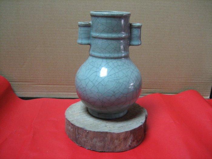 古玩-青瓷-雙耳小開片花瓶---