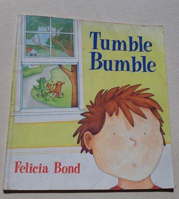 英文童書讀本Tumble Bumble - A tiny bug goes for a walk and then bumped    into a cat..