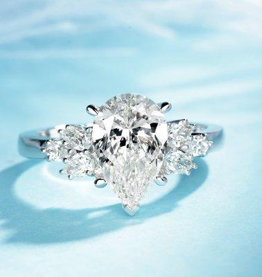 1.5克拉18K金水滴形鑽戒 (莫桑石 摩星鑽 鑽石 裸石)