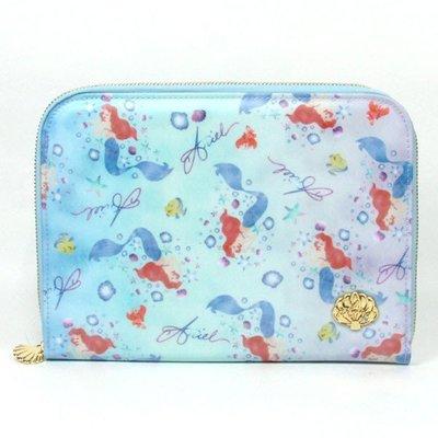 小美人魚防水母子手帳包 機票護照收納包 迪士尼公主愛麗兒滿版 日本迪士尼正版~彤小皮的遊go世界