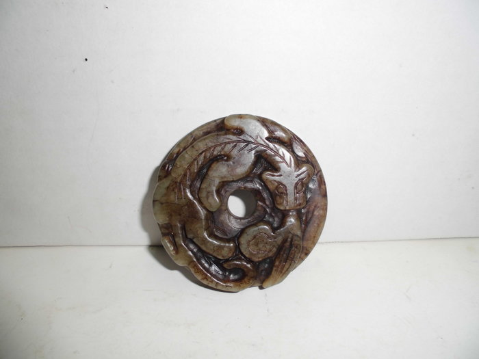 老玉沁雕----龍吐絲