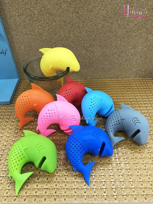 ☆[Hankaro]☆ 創意趣味矽膠鯊魚造型沖茶器