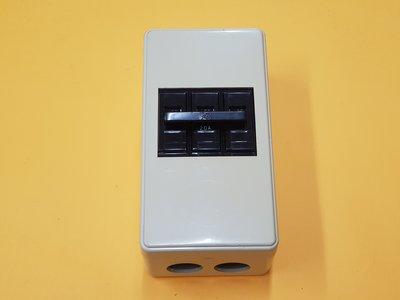 巨力 BH 3P無熔絲開關220V+ 晉立卡式無熔絲3P開關盒 /便當盒 / 明盒 全新未使用,用不到所以出售,實品拍攝