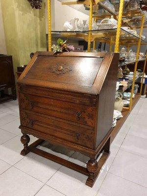 【卡卡頌 歐洲跳蚤市場/歐洲古董】英國老件  可掀式 個性 古董雕刻寫字桌ca0220