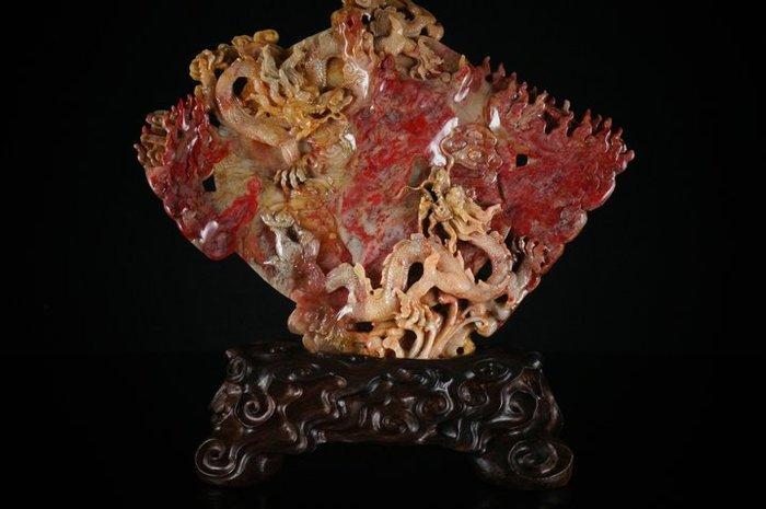 拍賣會回流   傳世珍藏    國寶昌化石代雞血石擺件 『龍騰盛世』名家作 60年舊藏品