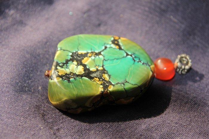 (好料難尋,至純,至真,有含銅多些的藍色塊,有含鐵多些的褐色塊,還有漂亮黑色自然石紋…低價出讓,識貨的老闆請把握)大型老綠松石墜子,吊飾